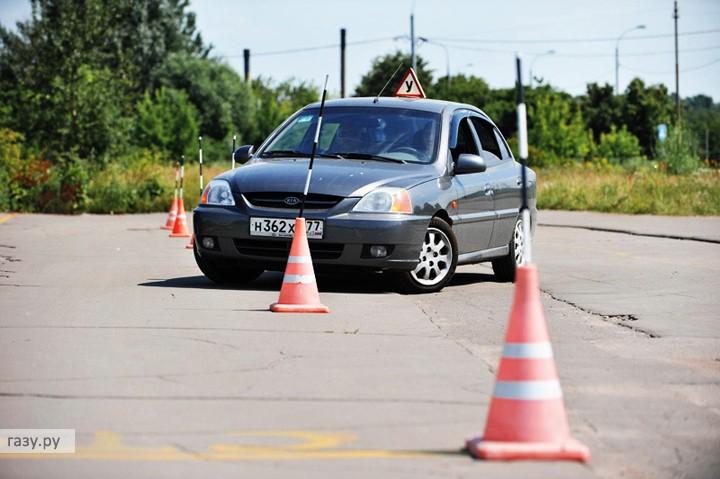 Традиционные курсы вождения - змейка на автодроме